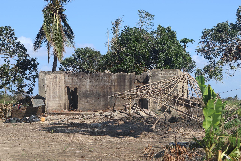 a verwoest hut