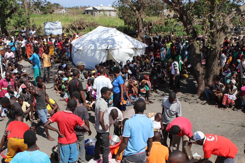 mozambique wachtende mensen