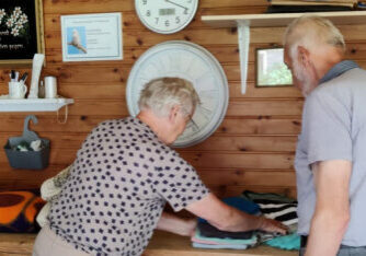 vrijwilliger Dorcas kleding