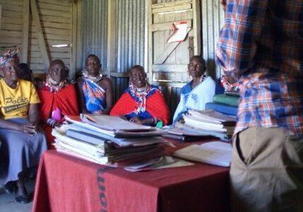 5916 Kenia masai vroedvrouw bevallen moeder-2