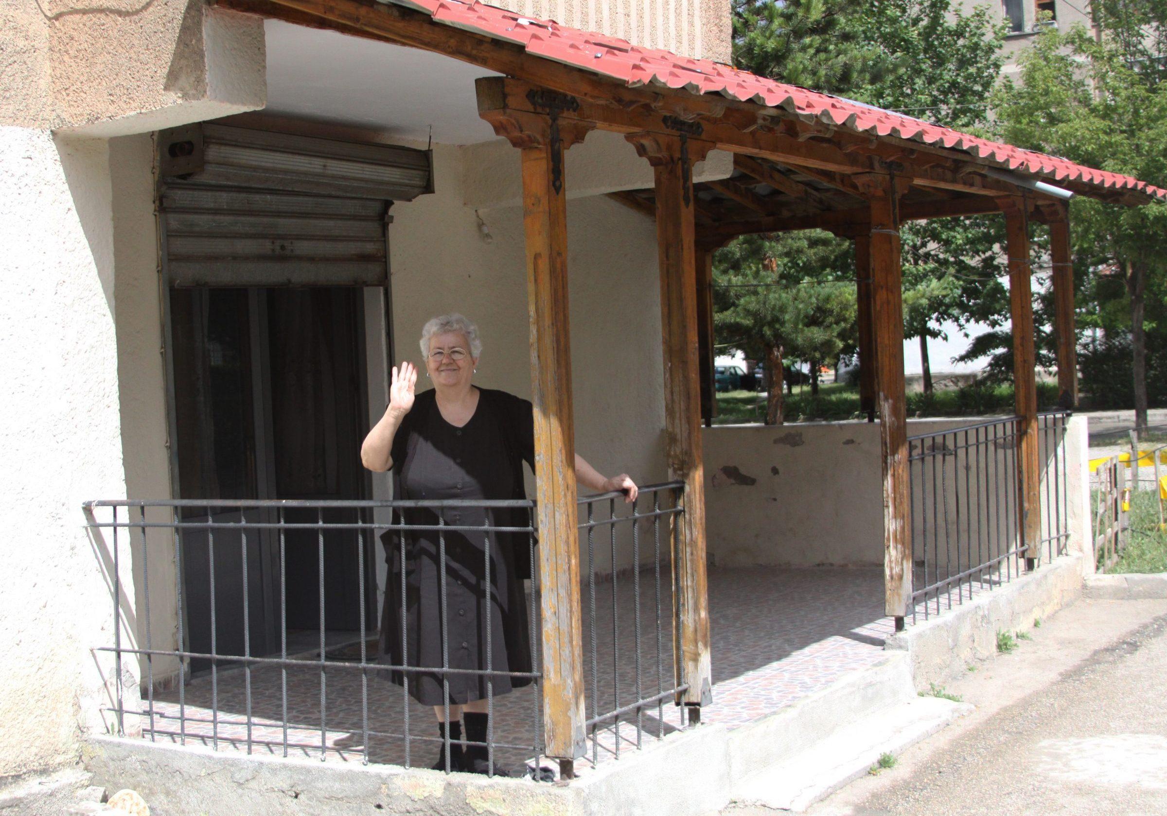 Adopt a granny Dorcas Albanië
