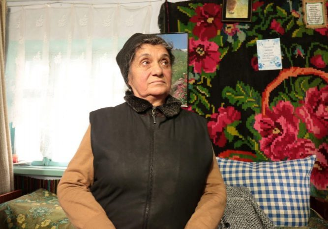 66 jaar maar krachtig en volhardend. Granny Ana heeft altijd een lach op haar gezicht. Behalve als ze praat over haar verleden, over haar broer en dat ze er alleen voor staat. 60 euro heeft ze per maand om van te leven.